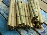 Vorbereitete Bambusrohre für Panflöten