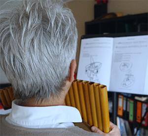Panflöten-Schüler beim Panflöten Unterricht